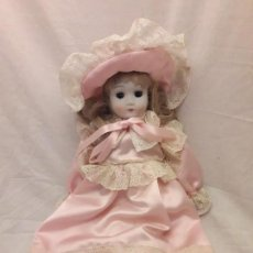 Muñecas Porcelana: MUÑECA DE PORCELANA LES ROMANTIQUES MUNDIA CHRISTINE ET CECILE EN SU CAJA. Lote 112131799