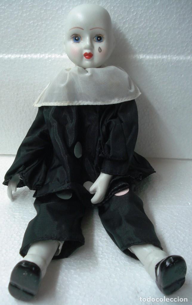 Muñecas Porcelana: Arlequín Pierrot de Porcelana y cuerpo de Trapo. Longitud 30 cm, Nuevo en perfecto estado. - Foto 3 - 112455043