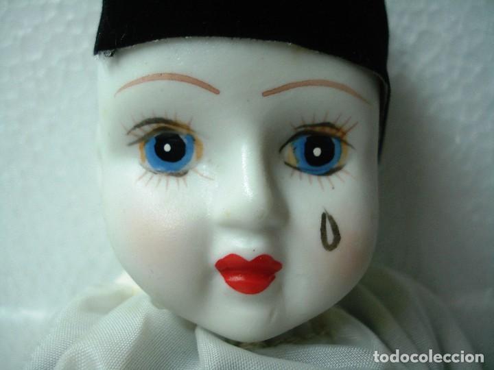 Muñecas Porcelana: Arlequín Pierrot de Porcelana y cuerpo de Trapo. Longitud 30 cm, Nuevo en perfecto estado. - Foto 4 - 112455043
