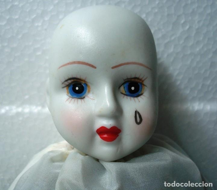 Muñecas Porcelana: Arlequín Pierrot de Porcelana y cuerpo de Trapo. Longitud 30 cm, Nuevo en perfecto estado. - Foto 5 - 112455043
