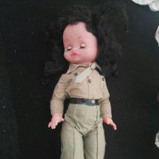 Muñecas Porcelana: MUÑECA VINTAGE MILITAR. Lote 112983574