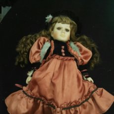 Muñecas Porcelana: MUÑECA PORCELANA BONITA. Lote 112984390
