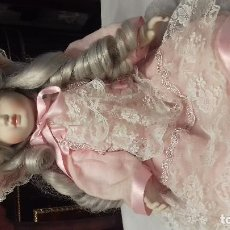Muñecas Porcelana: MUÑECA PORCELANA RAMON Y JOSEFINA INGLÉS 70'. Lote 113840763