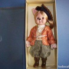 Muñecas Porcelana: MUÑECA DE PORCELANA GOOGLY EL GATO CON BOTAS EN SU CAJA ORIGINAL. Lote 114244403