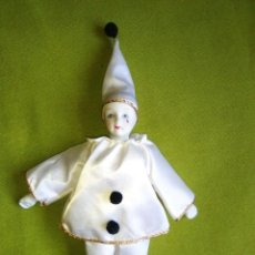 Muñecas Porcelana: PIERROT DE PORCELANA, MUÑECO, FIGURA , ARLEQUÍN , MIDE 25 CM. Lote 114894263