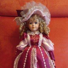 Muñecas Porcelana: PRECIOSA MUÑECA DE PORCELANA 60 CM CON SOPORTE. Lote 116531547