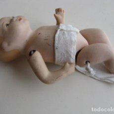 Muñecas Porcelana: BEBE ARTICULADO DE PORCELANA. PAÑAL. Lote 116907663