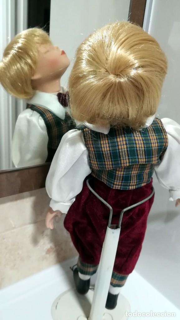Muñecas Porcelana: MUÑECO PORCELANA DANDO UN BESO 37 CM - Foto 2 - 120734955
