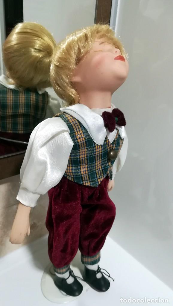 Muñecas Porcelana: MUÑECO PORCELANA DANDO UN BESO 37 CM - Foto 3 - 120734955