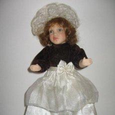 Muñecas Porcelana: MUÑECA ARTICULABLE EN PORCELANA DE LOS AÑOS 1950. Lote 120815487