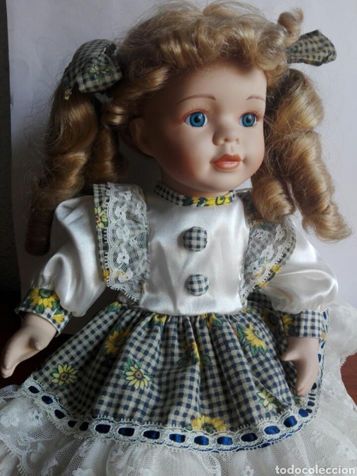 Muñecas Porcelana: PRECIOSA MUÑECA DE PORCELANA EN POSICIÓN SENTADA ESTILO ANTIGUA PARA DECORACIÓN MODA INFANTIL - Foto 2 - 121373123