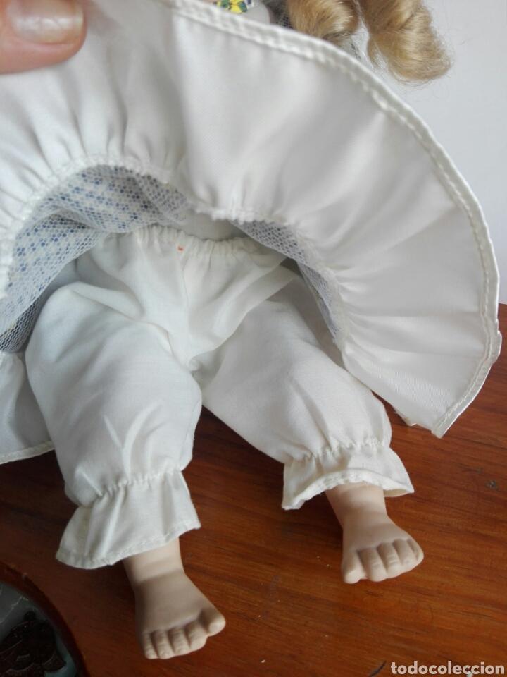 Muñecas Porcelana: PRECIOSA MUÑECA DE PORCELANA EN POSICIÓN SENTADA ESTILO ANTIGUA PARA DECORACIÓN MODA INFANTIL - Foto 3 - 121373123