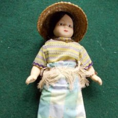Muñecas Porcelana: MUÑECA DE PORCELANA 22 CM. VESTIDOS DEL MUNDO. Lote 122088227
