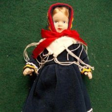Muñecas Porcelana: MUÑECA DE PORCELANA 22 CM. VESTIDOS DEL MUNDO. Lote 122088315