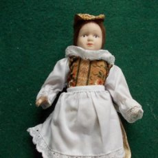 Muñecas Porcelana: MUÑECA DE PORCELANA 22 CM. VESTIDOS DEL MUNDO. Lote 122088583