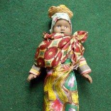 Muñecas Porcelana: MUÑECA DE PORCELANA 22 CM. VESTIDOS DEL MUNDO. Lote 122088779