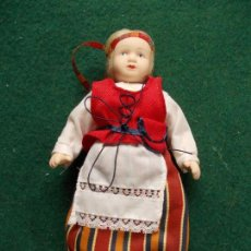 Muñecas Porcelana: MUÑECA DE PORCELANA 22 CM. VESTIDOS DEL MUNDO. Lote 122088851