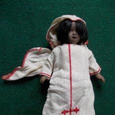 Muñecas Porcelana: MUÑECA DE PORCELANA 22 CM. VESTIDOS DEL MUNDO. Lote 122088963