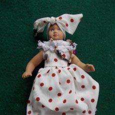 Muñecas Porcelana: MUÑECA DE PORCELANA 22 CM. VESTIDOS DEL MUNDO. Lote 122089011