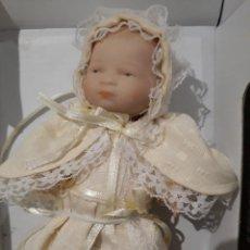 Muñecas Porcelana: BEBE PORCELANA DE COLECCIÓN - SIN MARCA - CON TODA LA ROPA Y CAJA.. Lote 175796937