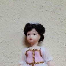 Muñecas Porcelana: MUÑECA DE PORCELANA. Lote 128909347