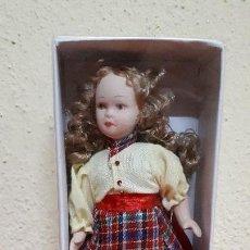 Muñecas Porcelana: MUÑECA DE PORCELANA. Lote 128909775