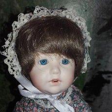 Muñecas Porcelana: MUÑECA DE PORCELANA 1997 DE 27 CM. Lote 100571587