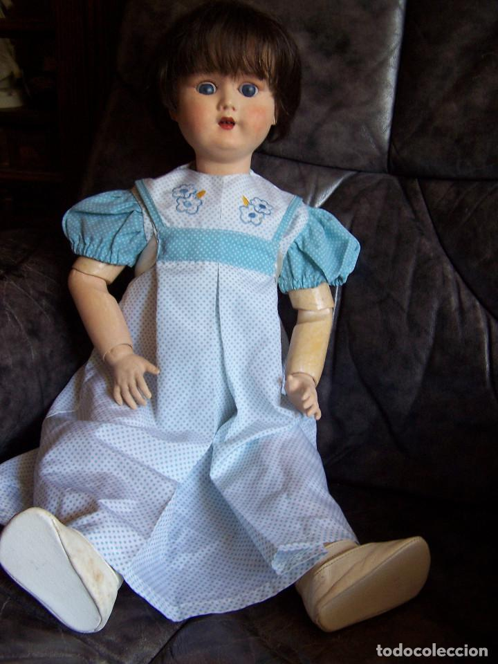 Muñecas Porcelana: Muñeca belga con marca en la nuca. Ojos durmientes de cristal azules. Años 20. Altura 66 - Foto 3 - 132561922