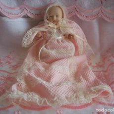 Muñecas Porcelana: BEBE DE PORCELANA BISCUIT CON TRAJE DE BAUTIZO Y CAPOTA. Lote 132711330