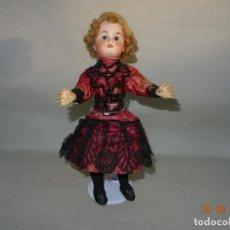 Muñecas Porcelana: ANTIGUA MUÑECA EN COMPOSICIÓN Y CABEZA DE PORCELANA ROPA ORIGINAL. Lote 133976714