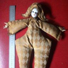 Muñecas Porcelana: BONITA MUÑECA ARLEQUÍN DE PORCELANA, ANTIGUA. MEDIDA 41 CM. IDEAL PARA DECORACIÓN O COLECCIONISTA.. Lote 134394222