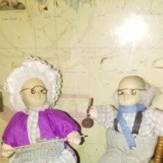 Muñecas Porcelana: ENCANTADORES ABUELITOS DE PORCELANA Y TRAPO. Lote 135231574