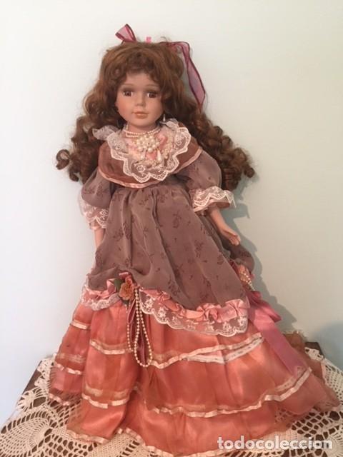 Muñecas Porcelana: Preciosa gran muñeca de porcelana años 70 con bonito vestido todo detalle 57 cm - Foto 9 - 136223418