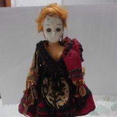 Muñecas Porcelana: MUÑECA ASTURIANA DE PORCELANA DEL SIGLO 19=XIX CON COMPLEMENTOS. Lote 137993594