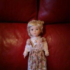Muñecas Porcelana: MUÑECA DE PORCELANA. Lote 138083782