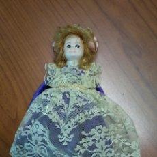 Muñecas Porcelana: MUÑECA DE PORCELANA. Lote 138095270