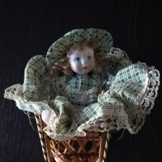 Muñecas Porcelana: ANTIGUA MUÑECA PORCELANA CON SILLA. Lote 138541390