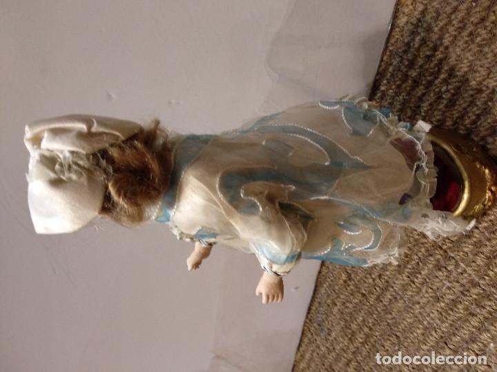 Muñecas Porcelana: ANTIGUA MUÑECA DE PORCELANA SOBRE PODIO O PEDESTAL - Foto 5 - 139806430