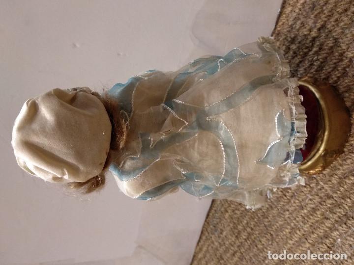 Muñecas Porcelana: ANTIGUA MUÑECA DE PORCELANA SOBRE PODIO O PEDESTAL - Foto 6 - 139806430