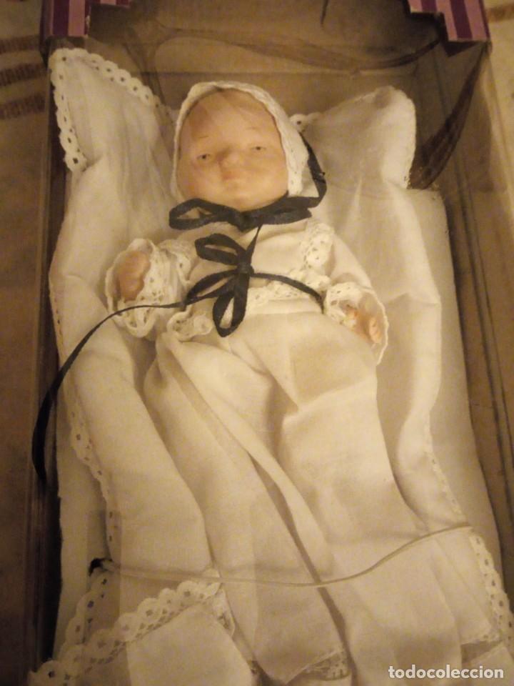 Muñecas Porcelana: Muñeca bebe de porcelana traje de bautismo,nueva en caja,toda de porcelana articulada. - Foto 2 - 140939002