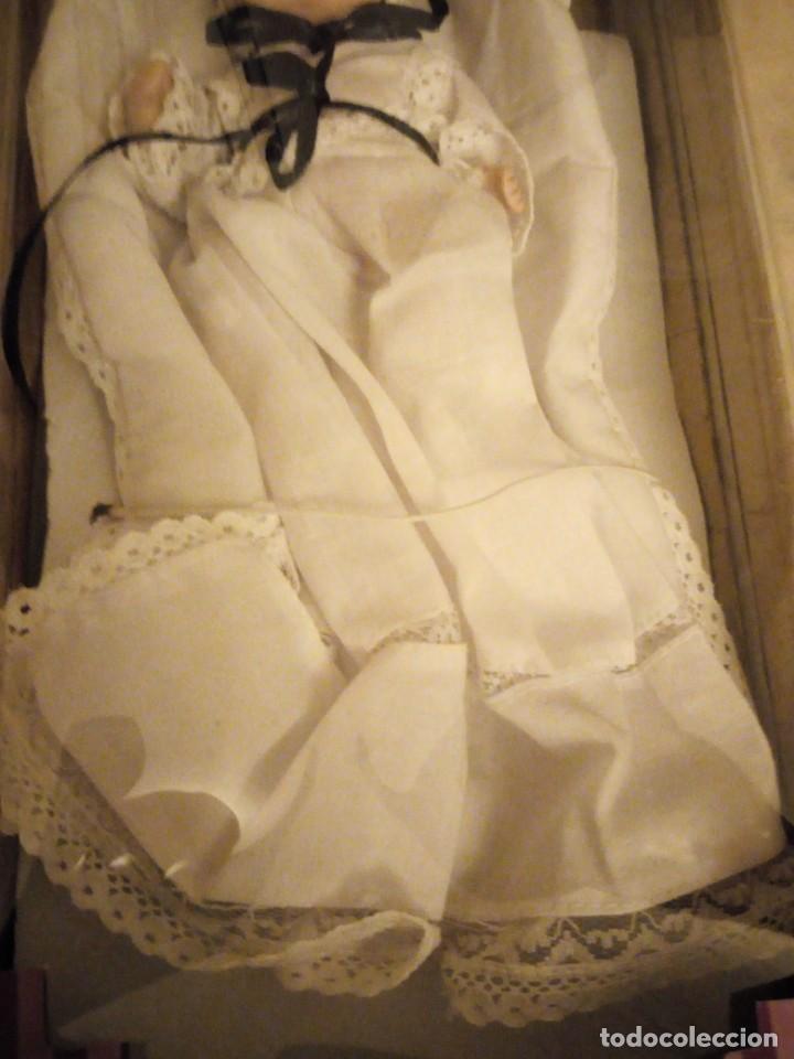 Muñecas Porcelana: Muñeca bebe de porcelana traje de bautismo,nueva en caja,toda de porcelana articulada. - Foto 3 - 140939002