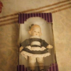 Muñecas Porcelana: MUÑECA DE PORCELANA ,COMPLETA DE PORCELANA,ARTICULADA.NUEVA EN CAJA ORIGINAL. Lote 140939134