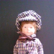 Muñecas Porcelana: MUÑECO DE PORCELANA. Lote 142355894