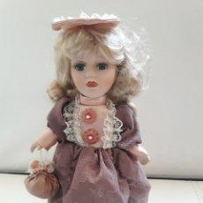 Muñecas Porcelana: ANTIGUA MUÑECA PORCELANA CON 2 VESTIDOS. Lote 142511362