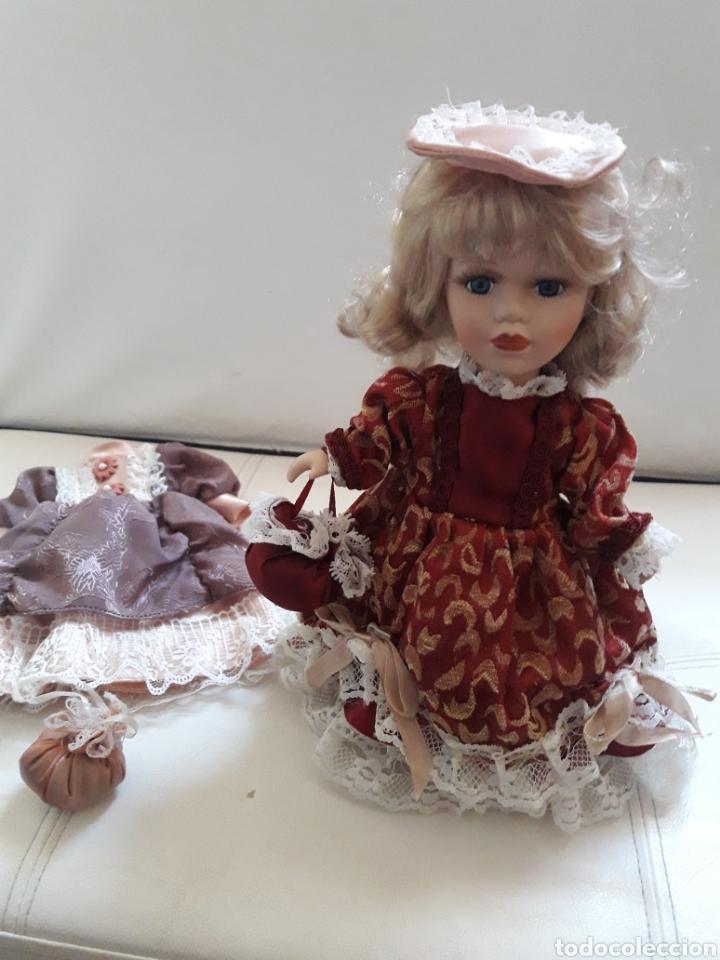 Muñecas Porcelana: ANTIGUA MUÑECA PORCELANA CON 2 VESTIDOS - Foto 2 - 142511362