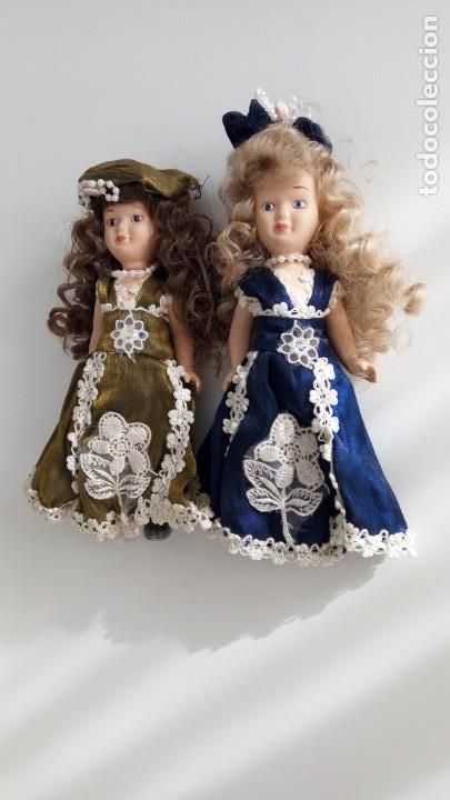 Muñecas Porcelana: 2 Pequeñas muñecas de porcelana con articulación. Con soporte, 23 cm. - Foto 6 - 143155654