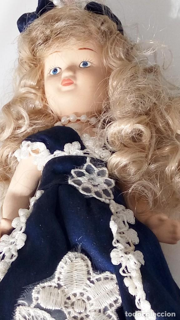 Muñecas Porcelana: 2 Pequeñas muñecas de porcelana con articulación. Con soporte, 23 cm. - Foto 14 - 143155654