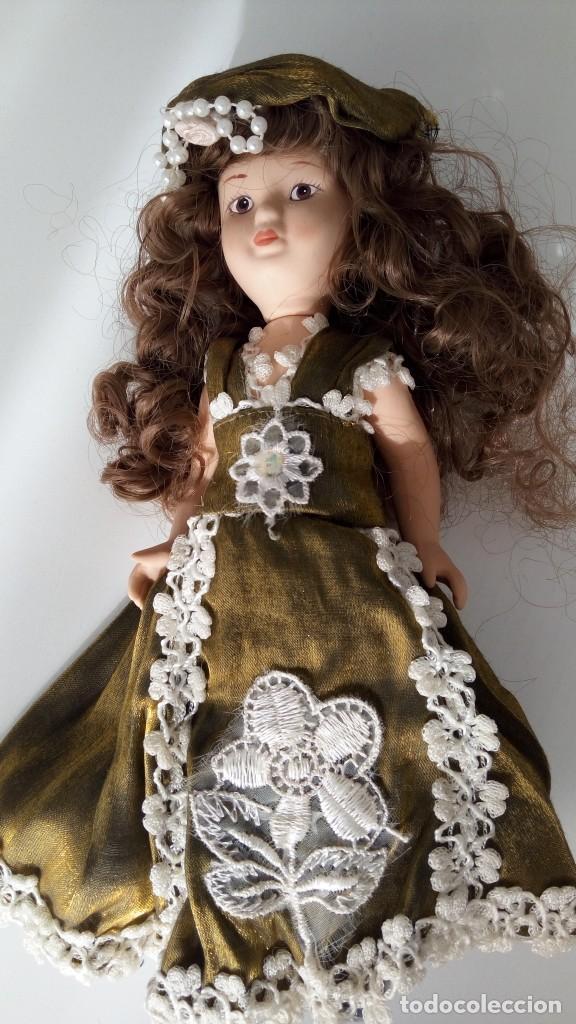 Muñecas Porcelana: 2 Pequeñas muñecas de porcelana con articulación. Con soporte, 23 cm. - Foto 3 - 143155654