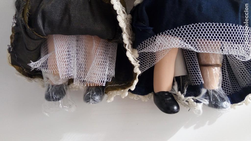 Muñecas Porcelana: 2 Pequeñas muñecas de porcelana con articulación. Con soporte, 23 cm. - Foto 8 - 143155654