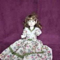 Muñecas Porcelana: MUÑECA DE PORCELANA CON VESTIDO, 36 CMS. Lote 144442562